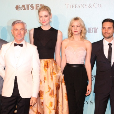 The_Great_Gatsby_Cast[1] By Eva Rinaldi Uploaded by MyCanon (The Great Gatsby) [CC-BY-SA-2.0 (http://creativecommons.org/licenses/by-sa/2.0)], via Wikimedia Commons