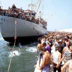 Bari - lo sbarco della nave Vlora nel porto il 08 agosto 1991 Courtesy: Ned & Co and Lavazza Italian Film Festival 2013